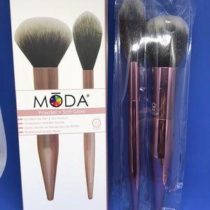 Moda powder and glow brush set